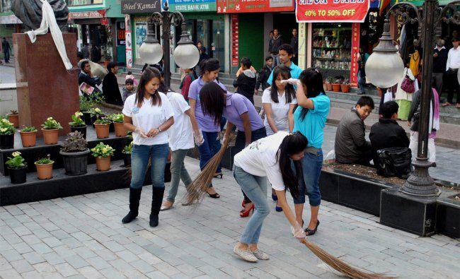 Contestants of Miss Sikkim 2012 take part in Keep Sikkim Clean & Green campaign