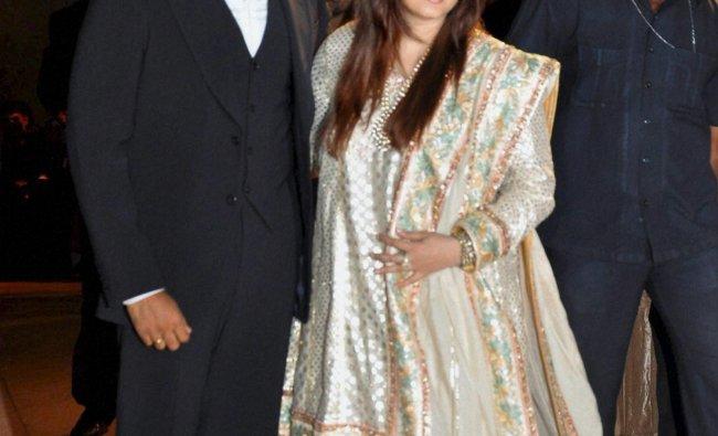 Abhishek and Aishwarya at Wedding reception of Dheeraj Deshmukh and Honey Bhagnani