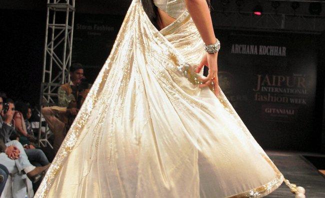 Geeta Basra showcases designer Archana Kochhar\'s creation