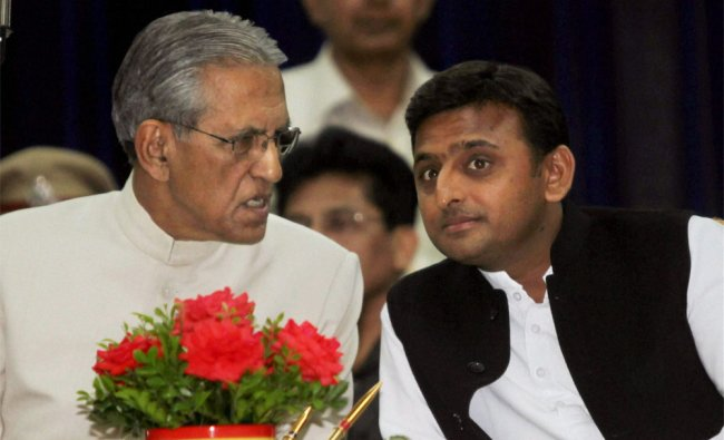 Uttar Pradesh Governor BL Joshi with Chief Minister Akhilesh Yadav during the swearing-in ceremony