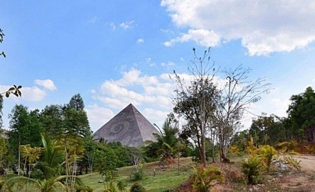 Pyramid Valley, Bengaluru
