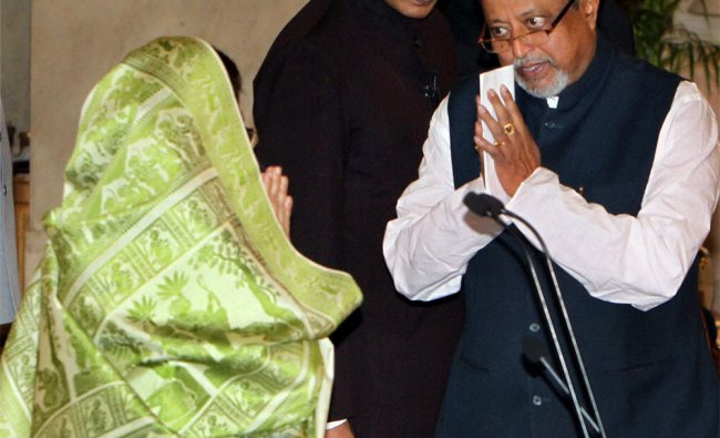 President Pratibha Patil is greeted by the new Cabinet Minister Mukul Roy