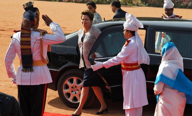 Brazilian President Dilma Rousseff steps onto the red carpet during her reception