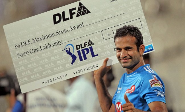 Delhi Daredevils\' Irfan Pathan poses for a photo after winning Maximum Sixes Award