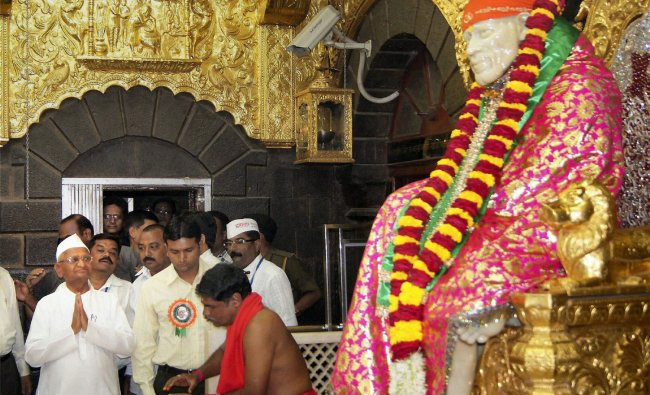 Hazare paying obeisance at Saibaba Temple in Shirdi on Tuesday