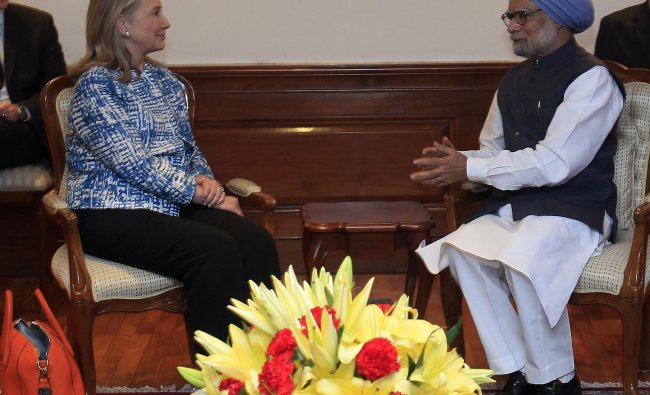 Hillary Clinton meets with Indian prime minister Manmohan Singh