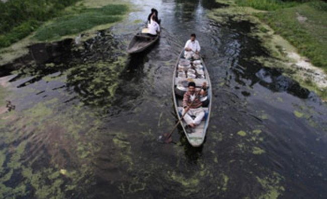 A Kashmiri chef transports traditional cuisine for a marriage ceremony through Dal lake...