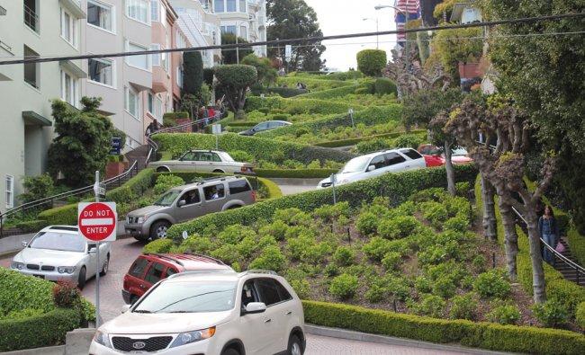 Crooked street at San Fransisco, California