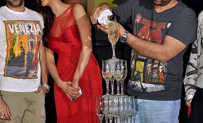 Emraan Hashmi and Esha Gupta with Director Kunal Deshmukh