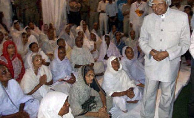 Former president APJ Abdul Kalam visits widows ashram in Vrindavan near Mathura...