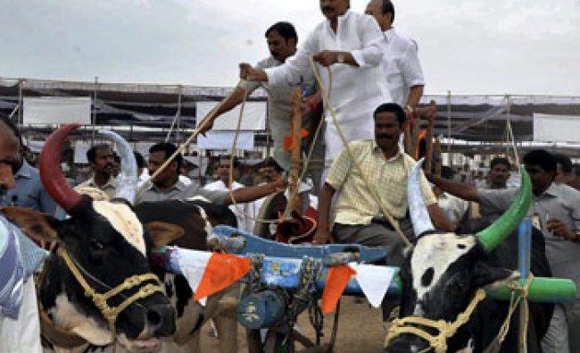 Andhra CM Kiran Kumar Reddy during Rythu Chaitanya Yatra at Christianpally Village...