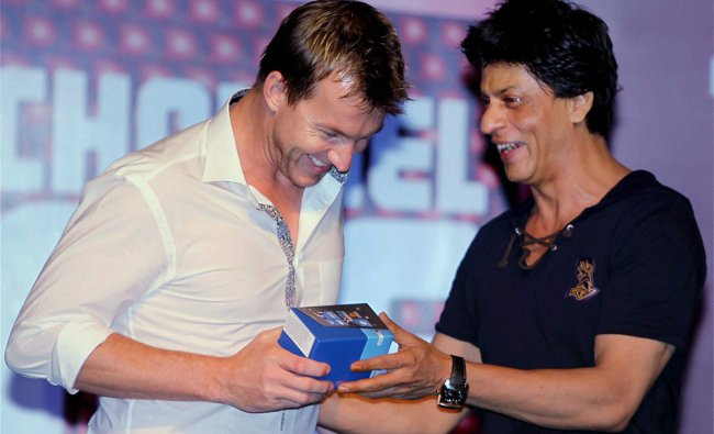 Shahrukh Khan and pacer Brett Lee during a party in Kolkata