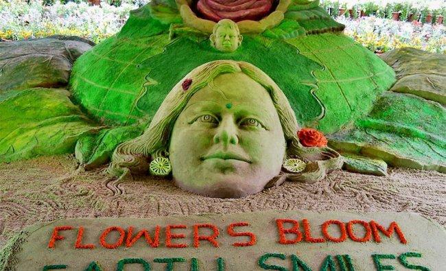 Sand artist Sudarsan Pattnaik\'s sculpture at Ooty Flower Show festival
