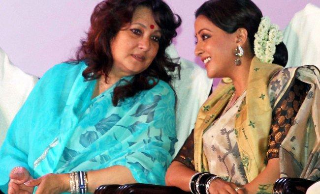 Bollywood actress Raima Sen and Moon Moon Sen during \'Bango Bibhusan\'award function in Kolkata