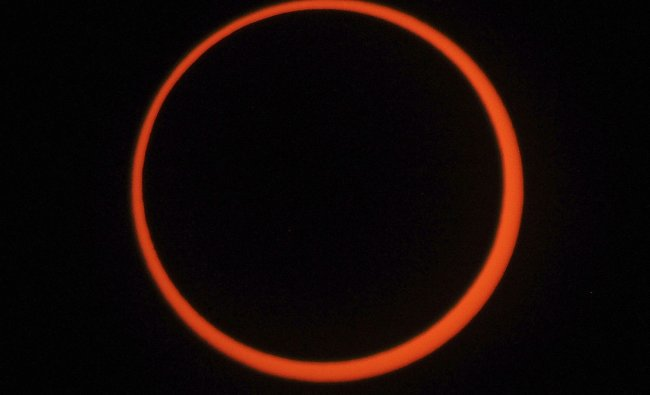 The annular eclipse seen from Albuquerque, New Mexico