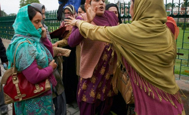 Police detain govt employees who were staging a protest march in Srinagar