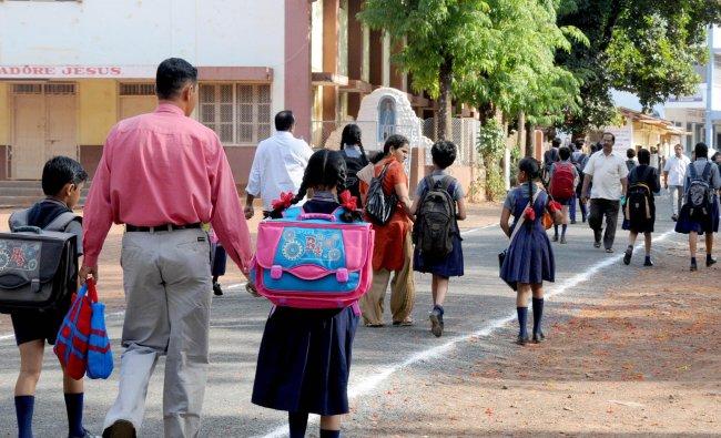 school children are on the way to school in Belgaum...