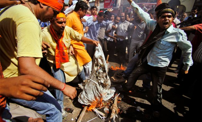 Amarnath devotees burn an effigy of Jammu and Kashmir state governor during a protest
