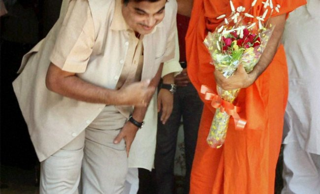 Nitin Gadkari seeks blessings of Yog Guru Baba Ramdev at meeting at his residence in New Delhi