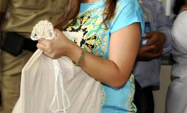 Mahendra Singh Dhoni\'s wife Sakshi arrives at Birsa Munda airport in Ranchi, Jharkhand