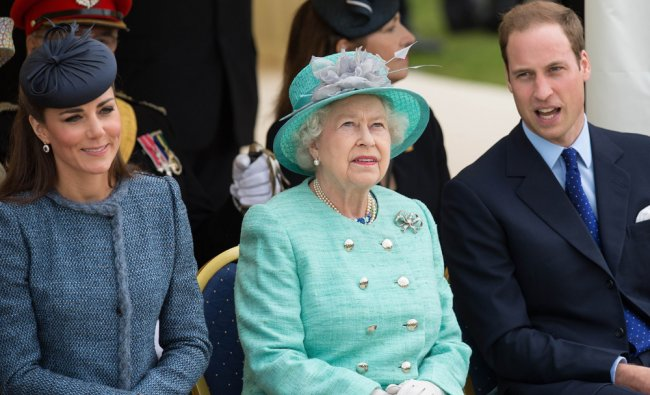 Queen Elizabeth II (C) sits flannked by Catherine and Prince William