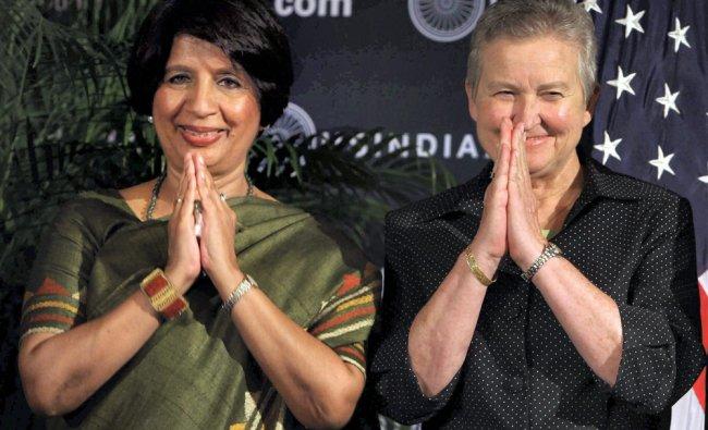Nirupama Rao and US Ambassador to India Nancy Powell gesture \'Namaskar\'
