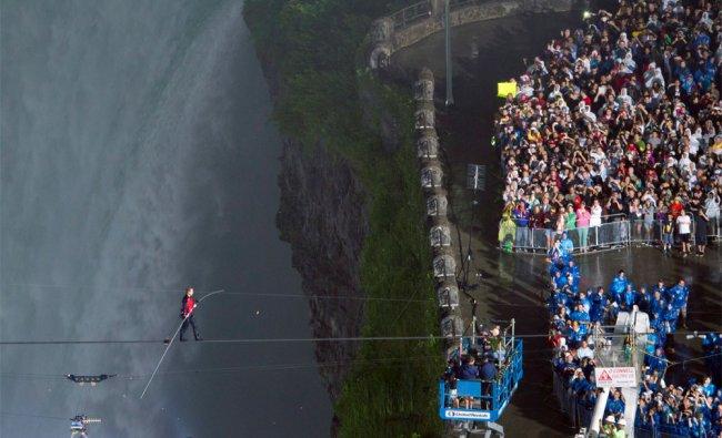Nik Wallenda completes his walk over Niagara Falls on a tightrope