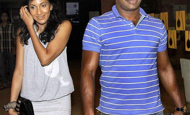 Sanath Jayasuriya with Sri Lankan actress Chandi Periera during a friendly dinner