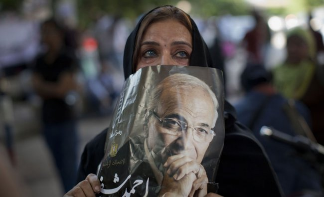 Supporters of former presidential candidate Ahmed Shafiq react after the election results...