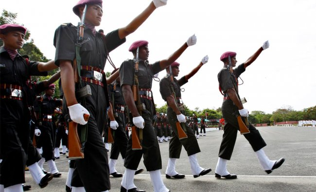 Newly inducted Indian army paratroopers participate in their passing-out parade ceremony in B\'lore