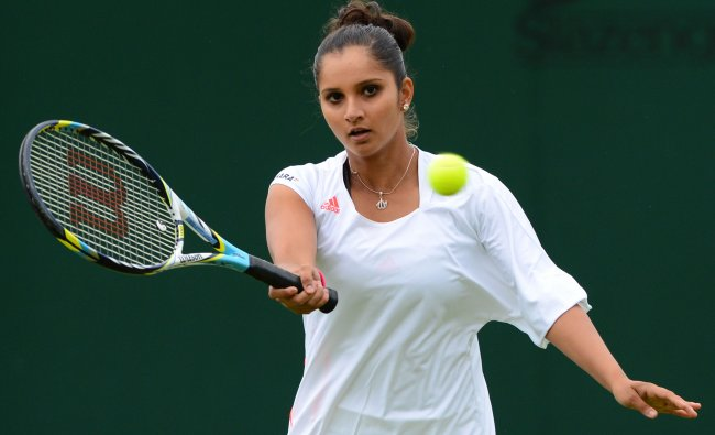 Sania Mirza warms up before her second round women\'s doubles match