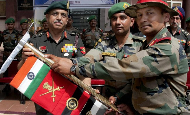 Western Command Chief Lt Gen Sanjiv Chachra handing over the Leo Pargial