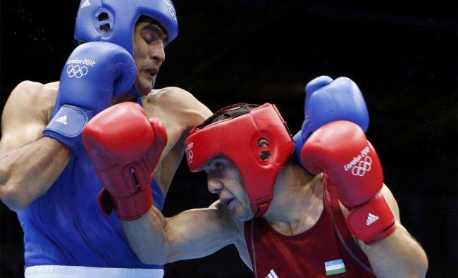Uzbekistan\'s Abbos Atoev (R) fights India\'s Vijender Singh during their quarterfinal match