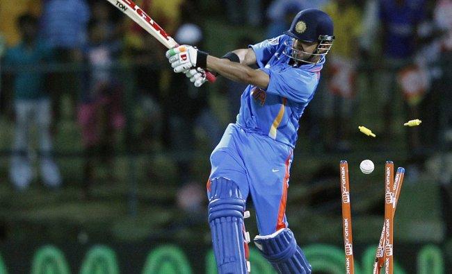 Gautam Gambhir is bowled out by Sri Lanka\'s Shaminda Eranga...