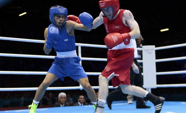 Ireland\'s Paddy Barnes, right, fights India\'s Devendro Singh Laishram in a light flyweight 49-kg...