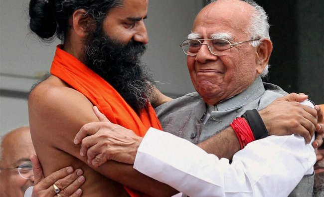 Yoga guru Baba Ramdev with noted lawyer Ram Jethmalani during his agitation