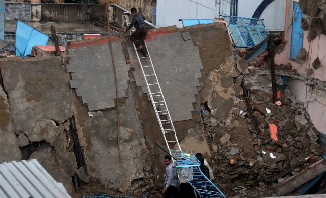 Rescue work in progress after a Jain Dharamshala Building Collapsed due to heavy rain in Ajmer ...