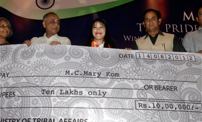 Tribal Affairs Minister V Kishore Chandra Deo felicitates MC Mary Kom with a cheque for 10 lakhs...