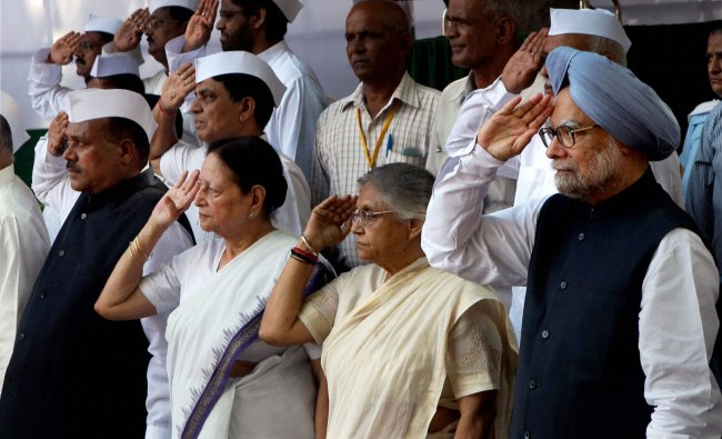 Manmohan Singh, Shiela Dikshit and others Congress party leaders salute the Tricolour