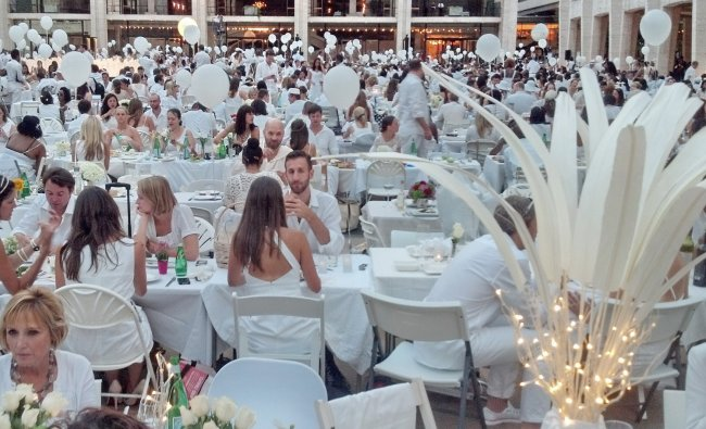 An estimated 3,000 people all dressed in white attend a flash mob feast