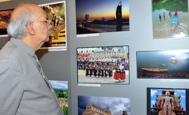 Governor H R Bharadwaj having a look at the photographs...