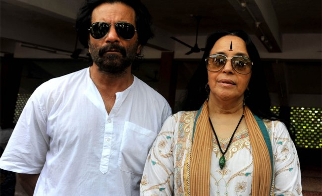 Indian actors Ila Arun (R) and Pavan Malhotra attend the cremation ceremony of late veteran Bollywoo
