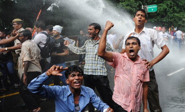 Police use water cannon on activists from India Against Corruption ...
