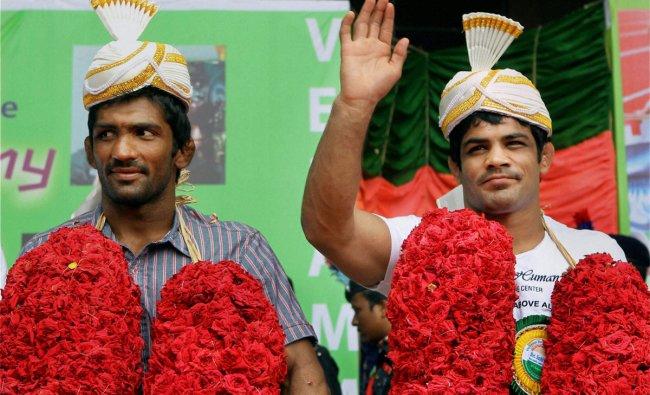 Sushil Kumar and Yogeshwar Dutt during a felicitation function at a School in Chennai
