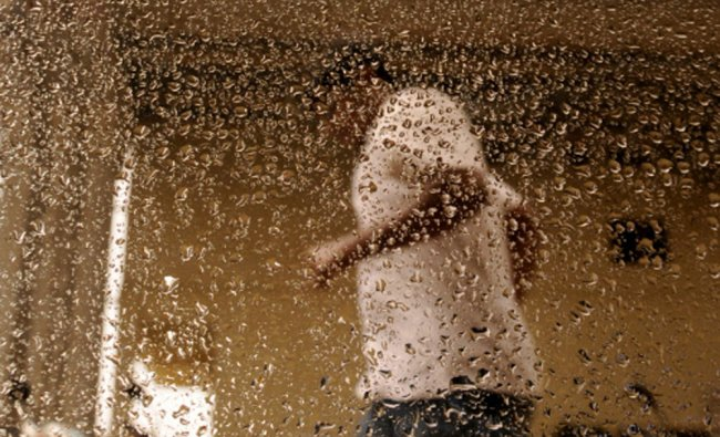 Run for shelter as rains lash, in Bangalore