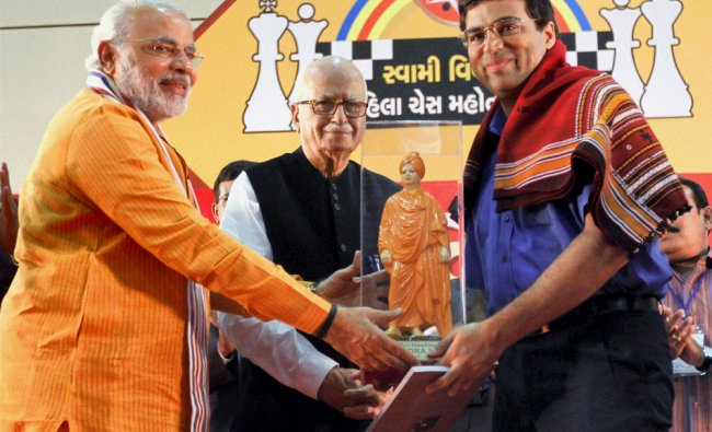 Vishwanathan Anand, right, is presented with a sculpture of Swami Vivekanand, by Narendra Modi