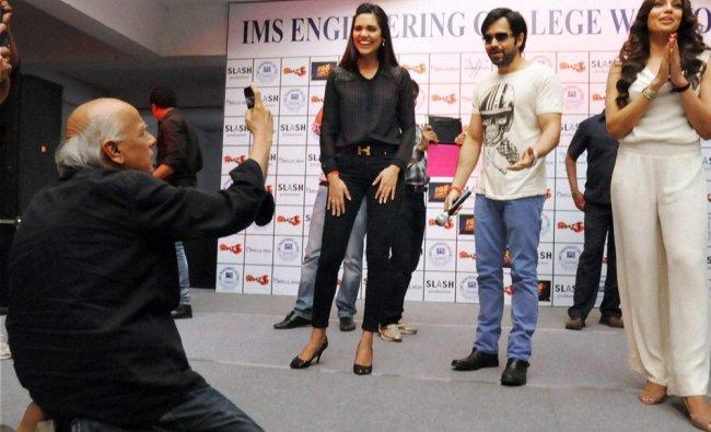 Mahesh Bhatt takes pictures of actors Emraan Hashmi, Bipasha Basu...