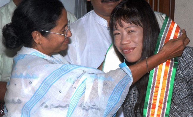 Mamata Banerjee felicitates Olympic medalist boxer MC Mary Kom...