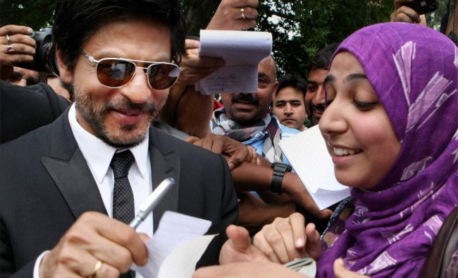 Super star Shahrukh Khan obliges a fan in Srinagar on Thursday...