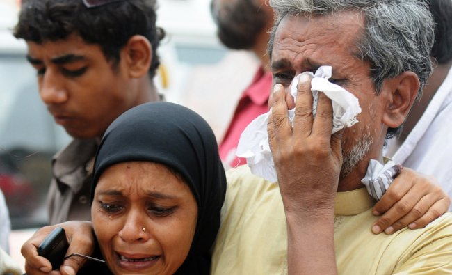 Relatives mourn the death of Pakistani garment factory workers